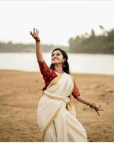 Hindu Wedding Photos, Dance Photography Poses, Wedding Photography, Indian Classical Dance, Saree Poses, Kerala Saree, Indian Photoshoot, Pics For Dp, Profile Picture For Girls