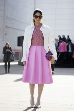 8. Pretty in Pink - 9 Street Style Ways to Wear a Full Skirt ... → Streetstyle