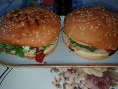 Lulu - Povesti din Bucatarie: Mic dejun burger Lidl, Ketchup, Chicken, Ethnic Recipes, Food, Essen, Meals, Yemek, Eten