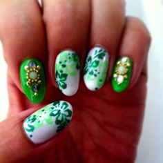 Crash of St. Patric's Day theme & my wish for skipping Spring for Summer ?? ド派手〜! #gelnails #nailart #spring