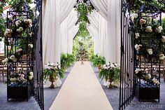 WedLuxe – The Secret Garden | Photography by: Alicia Thurston Photography Follow @WedLuxe for more wedding inspiration!