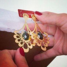 #paulaferreira #prettywoman #pedrariabrasileira #pedraria #pretty #PaulaFerreira #acessórios #semijoias #serfeliz #atual #acessorize #semijoia #folheados #fashion #bijoux #brinco #beauty #beleza #revenda #temqueter #gold #jewelrydesigner #lindo #consignado #novidades #moda