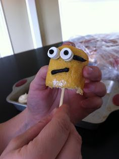 The REAL Housewives of Riverton: Minion Cupcakes!!! Despicable Me Party!