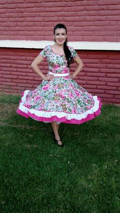Chilenos cueca Feminine Dress, Traditional Outfits, Frocks, Marie, Vintage Outfits, Culture, Floral, Skirts, How To Wear