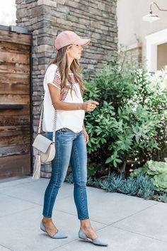 9a91134f5b2 jeans and a baseball cap Spring Fashion