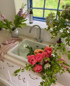 Flowers in the kitchen look so beautiful 💐ig:matildadjerf My Flower, Flower Power, Wild Flowers, Beautiful Flowers, Flowers Bunch, Beautiful Things, Bloom Baby, Flower Aesthetic, Aesthetic Pictures