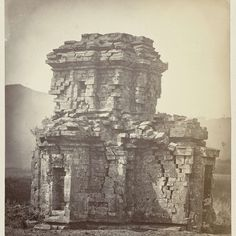 Candi Sembadra, general view of the northwest side. Dieng plateau, Wonosobo district, Central Java province, 8th-9th century, Isidore van Kinsbergen, 1864 - Rijksmuseum