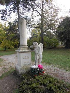 Liegt Mozart wirklich hier begraben?  Friedhöfe, Cemeteries, Wien, Vienna, Mozart Headstone Inscriptions, How To Do Yoga, Garden Sculpture, Pets, Pictures, Life, Ghosts, Photos, Tombstone Sayings