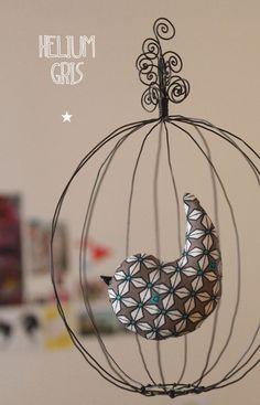 """ZOZIO : Petit mobile poétique en fil de fer """"Helium Gris"""""""