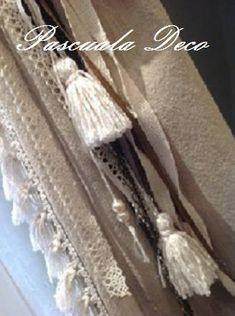 SUJETA CORTINAS       PARA QUE ELLAS TAMBIÉN LUZCAN ELEGANTES....  VARIEDAD DE SUJETA CORTINAS          CORAZÓN DE PANA CON CADENA Y DETAL... Tassel Necklace, Tassels, Jewelry, Home Decor, Fabric Hearts, Chains, Blinds, Elegant, Interiors