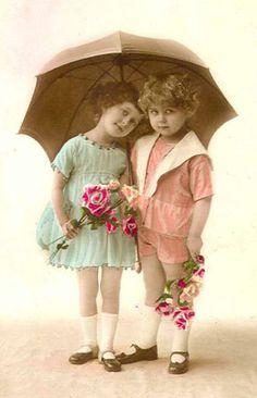 ~How sweet~vintage umbrella postcard Éphémères Vintage, Images Vintage, Photo Vintage, Vintage Ephemera, Vintage Girls, Vintage Pictures, Vintage Postcards, Vintage Prints, Antique Photos
