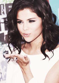 Selena Gomez & The Scene Zdjęcia z Selena Gomez Fashion, Selena Gomez Makeup, Selena Gomez Style, Hair Health And Beauty, Hair Beauty, Justin Bieber, Selena And Taylor, Selena Gomez Wallpaper, Selena Gomez Pictures