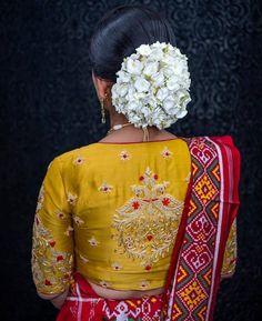 Saree Blouse Neck Designs, Saree Blouse Patterns, Fancy Blouse Designs, Designer Blouse Patterns, Bridal Blouse Designs, Sari Blouse, Indian Embroidery Designs, Kurti Embroidery Design, Hand Embroidery