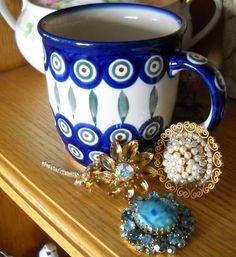 #vintagejewelry #vintagefallfashion #GreatGifts #photochallenge #teamlove findcharlotte@etsy.com #vintagejewelry #vintagepins