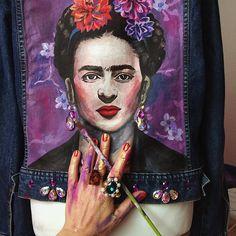 """Handpainted denim jacket """"FRIDA"""" for MADONNA you can shop at www.dariaymaria.com Куртка производства бренда DARIA Y MARIA расписана вручную, украшена стразами, и перьями страуса. Наши художники - настоящие профессионалы, имеющие высшее художественное образование."""