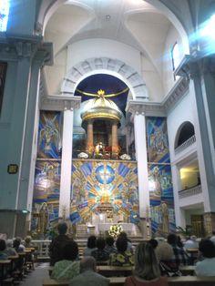La Basílica actual de Jesús de Medinaceli fue consagrada solemnemente el 21 de noviembre de 1930 por el entonces obispo de Madrid, Leopoldo Eijo Garay. Se encuentra en la Plaza de Jesús de Madrid (España). La efigie de Nuestro Padre Jesús de Medinaceli data de la primera mitad del siglo XVII y mide 1,73 metros de altura.