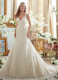 Stunning Tulle Spaghetti Straps Neckline A-line Wedding Dresses With Lace Appliques