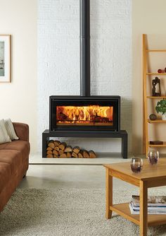This Freestanding stove version of the Stovax Studio 2 wood burning inset fire .,This Freestanding stove version of the Stovax Studio 2 wood burning inset fire offers you up What's wood burning ? Fireplace Hearth, Fireplace Design, Fireplace Ideas, Wood Stove Hearth, Wood Burner Fireplace, Brick Hearth, Wood Stove Decor, Wood Stove Wall, Gas Stove Fireplace