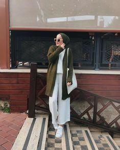 Hijab Fashion Summer, Modern Hijab Fashion, Street Hijab Fashion, Hijab Fashion Inspiration, Muslim Fashion, Modest Fashion, Fashion Dresses, Casual Hijab Outfit, Casual Outfits
