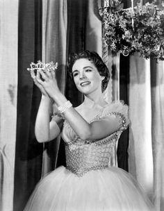 "Julie Andrews is ""Cinderella"""