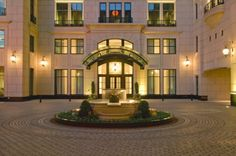 Waldorf Astoria Chicago is the premiere luxury hotel in downtown Chicago. It boasts stunning interiors, expansive rooms and suites, and distinctive amenities. Chicago Hotels, Visit Chicago, Chicago City, Astoria Hotel, Beste Hotels, Waldorf Astoria, Luxury Condo, Famous Places, Grand Hotel