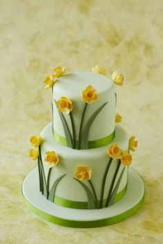 wow! i would want this to be wedding cake...i love yellow daffodils and white together