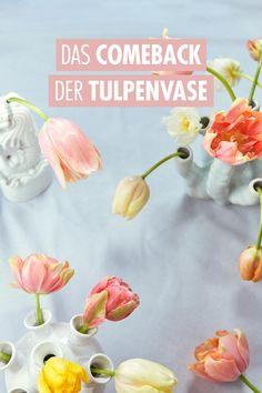 Nicht für alle Blumenarten gibt es ein eigenes Vasenmodell. Für die Tulpe schon. Aber warum eigentlich? Im siebzehnten Jahrhundert begann die schottische Königin Maria Stuart damit, sich frische Blumen ins Haus zu stellen. In Delft bestellte sie pagodenähnliche Vasen, manchmal bis zu eineinhalb Meter hoch. Diese wurden als Centerpiece auf die Tafel gestellt. Zwei dieser Vasen sind im Rijksmuseum in Amsterdam zu bewundern. Beispiele für heutige Tulpenvasen stellen wir hier vor. Homemade Gift Baskets, Homemade Gifts, Seasonal Flowers, All Flowers, Delft, Maria Stuart, Vintage Vases, Organic Shapes, Just In Case
