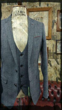 stunning 3 piece slim fit suit by Remus Uomo #menswear #suit #vintage