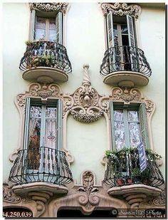 Beautiful Architecture, Beautiful Buildings, Art And Architecture, Architecture Details, Beautiful Places, Installation Architecture, Beautiful Flowers, Barcelona Architecture, Beautiful Beautiful