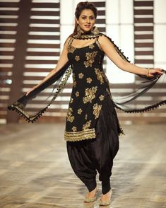 black straight cut kameez in taffeta silk with comes with a matching color crepe punjabi salwar and a black net dupatta with similar work lace border. Patiala Suit Designs, Salwar Designs, Kurti Designs Party Wear, Blouse Designs, Patiala Dress, Punjabi Dress, Salwar Kameez, Punjabi Suits, Choli Dress