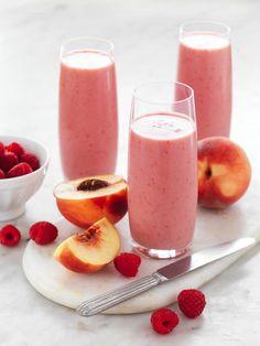 Peach and Raspberry Smoothie Recipe myfoodbook Dairy Free Breakfast Smoothie Fruit Smoothie Recipes, Raspberry Smoothie, Smoothie Drinks, Healthy Smoothies, Healthy Drinks, Raspberry Cobbler, Raspberry Punch, Raspberry Cordial, Raspberry Cocktail
