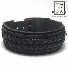 bracelete de couro com costura em linha encerada