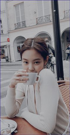 Jennie Facts: – She was born in Anyang, a city in the province of Gyeonggi, South Korea. – Jennie lived in Auckland, New Zealand fo. Artsy Photos, Blackpink Photos, Kim Jennie, Blackpink Fashion, Korean Fashion, Most Beautiful Faces, Beautiful People, Ella Anderson, Get Skinny Legs
