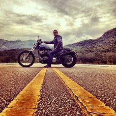 23 Erstaunliches Motorradfoto – Vintage Motorcycle – – Top Motorrad And Wallpaper Motorcycle Photo Shoot, Motorbike Photos, Motorcycle Wedding, Motorcycle Men, Chopper Motorcycle, Motorcycle Couple, Girl Motorcycle, Harley Davidson, New Motorcycles