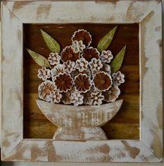 Quadro e moldura em madeira rústica com apliques de flores em madeira.  tamanho: 0.40cm x 0.40cm