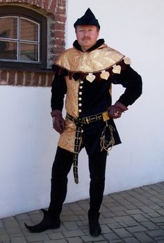 Gentleman's cotehardie       This costume is made dark blue velvet and gold brocade in a mi-parti style. Clothing consists of man's cotehardie, hood, hoses a hat. I based my pattern on Pattern's Adaptation - Gentleman's cotehardie. Costume belongs to 14th century.     Author Fialka