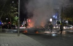 A taxi driver in South Africa is burned alive-and-executed incident.There are occasional confrontations for taxi drivers running on the App,