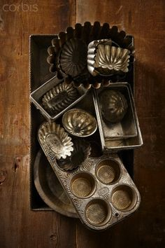 My mother has loads of vintage baking tins like these. They belonged to her grandmother. Vintage Baking, Vintage Tins, Vintage Love, Vintage Antiques, Retro Vintage, Old Kitchen, Kitchen Items, Kitchen Ware, Kitchen Utensils