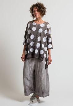 Gilda Midani Super Tee in Pois Cement + White Modern Wardrobe, Minimalist Wardrobe, Chic Over 50, Summer Outfits Women, Comfortable Outfits, Comfortable Fashion, Simple Dresses, Boho Fashion, Curvy Girl Fashion