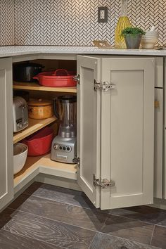 kitchen cabinets organization Base Easy Reach Cabinet with Adjustable Shelf - Diamond Cabinetry Kitchen Pantry Design, Kitchen Cabinet Storage, Kitchen Redo, Modern Kitchen Design, Home Decor Kitchen, Interior Design Kitchen, Kitchen Furniture, Kitchen Organization, Kitchen Remodel