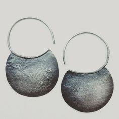 Pendientes de plata luna creciente. Pendientes media lunas, pendientes llivianos de plata oxidada. Pendientes geometricos by OrigenJoyas on Etsy