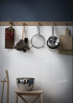 Bud strip connecting the wall and tiles. All the walls and woodwork are painted in the color Stiffkey blue from Farrow & Ball. Farrow Ball, Cheap Kitchen, Rustic Kitchen, Kitchen Decor, Kitchen Lamps, Kitchen Industrial, Kitchen Modern, Kitchen Lighting, Kitchen Tiles