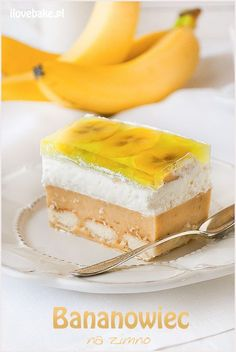 Banana ice cream cake - no bake recipe selber machen ice cream cream cream cake cream design cream desserts cream recipes Fancy Desserts, Sweet Desserts, Vegan Desserts, Sweet Recipes, Delicious Desserts, Dessert Recipes, Puding Cake, Cream Cake, Ice Cream