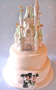 Incredible Mickey and Minnie Mouse Wedding Cake