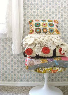 Love granny squares and LOVE vintage crochet home deco. Yep this is happening
