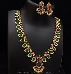 Indian Jewelry Sets, Indian Gold Jewellery, Mango Mala Jewellery, Kerala Jewellery, India Jewelry, Gold Jewellery Design, Gold Earrings Designs, Gold Haram Designs, Gold Jewelry Simple