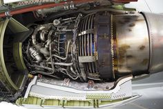 CFM_International_CFM56-7B26_fitted_to_Qantas_(VH-VZY)_Boeing_737-838_(WL)_at_the_Canberra_Airport_open_day_(5).jpg (2000×1333)