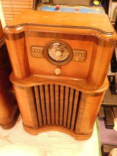 Rare Art Deco Zenith Model 8-S-463 Wooden by VINTAGERADIOSONLINE