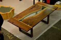 Изображение ореха реки обеденным столом
