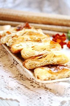 a recipe for a light buttery pastry. Romanian Food, Romanian Recipes, Sweet Bakery, Russian Recipes, Special Recipes, Food Dishes, I Foods, Baked Goods, Sweet Tooth